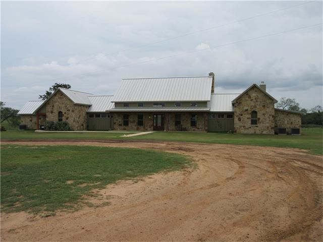 404 +/- acres, 3 Bed, 2.5 Bath, in Cost, TX